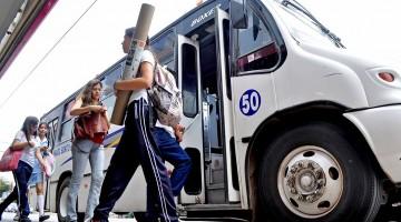 camiones, estudiantes