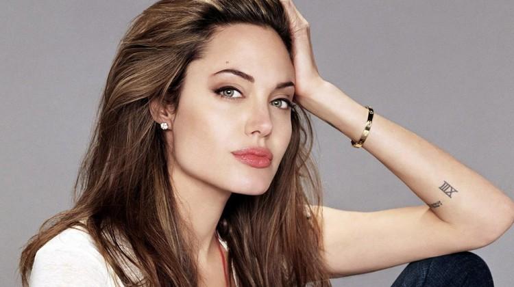 Angelina-Jolie-web